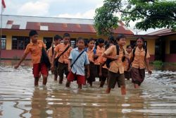 Pemprov DKI Meliburkan Sekolah yang Kebanjiran