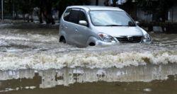Tips Mengatasi Mobil Supaya Tidak Mogok pada Waktu Banjir