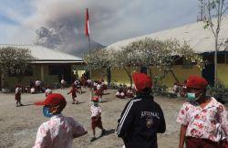 Para Siswa Korban Sinabung Harus Tetap Belajar