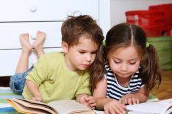 Bagaimana Peran Kakak dalam Mempengaruhi Kemampuan Bahasa Adik?