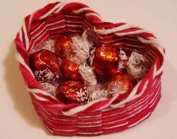 Membuat Keranjang Hati dalam Menyambut Valentine