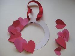 Membuat Wreath pada Hari Valentine