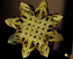 Membuat Bintang Keren dari Kertas Karton