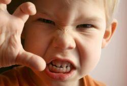 3 Cara Mengendalikan Tantrum pada Anak