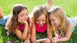 Awasi Penggunaan Ponsel pada Anak!