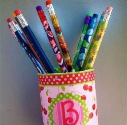 Tempat Pensil yang Bisa Menempel di Permukaan Logam.