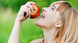 Makan Apel Setiap Hari Menjauhkan dari Serangan Jantung dan Stroke
