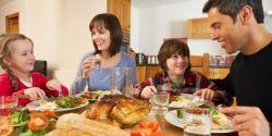 Ngobrol Saat Makan Bersama Berdampak Positif pada Anak