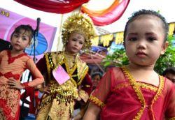 Tips Mengajarkan Anak Budaya Sendiri dari Rumah