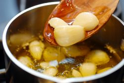 Dapatkan 4 Manfaat Sehat dari Minyak Bawang Putih