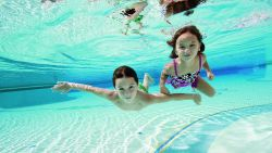 Bahaya Buang Air Kecil di Kolam Renang