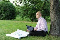 Ingin Liburan Tak Diganggu Urusan Kerjaan? Simak Tipsnya