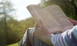 Dengan Hobi Membaca, Dapat Mencegah Kepikunan Loh!