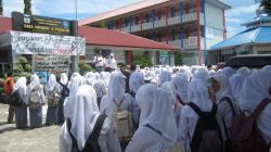 Pergantian Kepsek di Padang Diwarnai Demo oleh Ratusan Murid