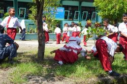 Seru! Edukasi Pemisahan Sampah dalam Bentuk Games di Ramaikan Ribuan Siswa
