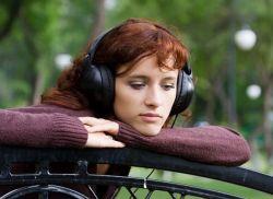 Manfaat Mengejutkan dari Mendengarkan Musik Sedih