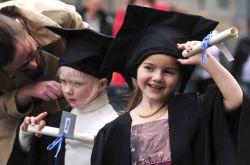 Tips Cermat Mengatur Biaya Sekolah Anak