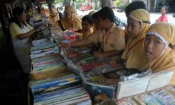 Mendikbud Menindak Tegas Jika Ada yang Menjual Buku Kurikulum 2013