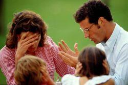 Beda Pendapat dalam Mendidik Anak? Berikut Tips Menghindarinya