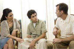 Lakukan 5 Langkah Ini Jika Remaja Anda Menolak Pergi Bersama Keluarga