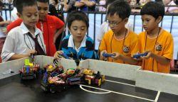 Siswa SD di Surabaya Berhasil Menciptakan Robot Pengangkut Sampah