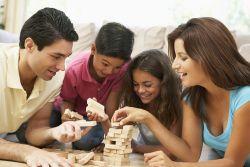Simak Beberapa Manfaat Orang Tua yang Menemani Anak Bermain