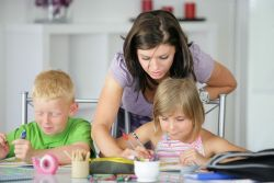 Kiat Menerapkan Pola Asuh Anak yang Baik
