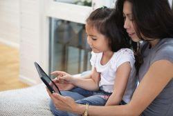 Kapan Seharusnya Mengenalkan Gadget ke Anak?