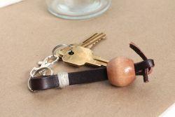 Gantungan Kunci dari Gelang Bekas