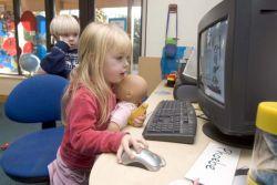 Bagaimana dan Kapan Anak Dapat Mulai Menggunakan Komputer?