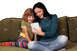 Ajarkan Anak Pakai Smartphone Agar Tidak Berdampak Negatif