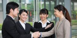 Tips Membangun Komunikasi Akrab dengan Orang yang Baru Anda Kenal