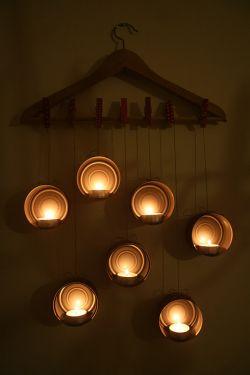 Penghias Dinding dengan Lilin dari Kaleng Bekas