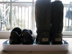 Tempat Menyimpan Sepatu dari Nampan Bekas