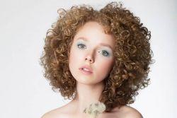 5 Bahan Alami Ini Bisa Buat Rambut Keritingmu Mudah Diatur!
