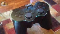 Inilah Replika Kontroler Dualshock yang Berfungsi sebagai Meja