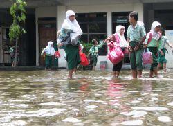 Masih Terendam Banjir, Sejumlah Sekolah di Semarang Masih Diliburkan