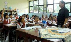 Belasan Ribu Guru Non S1 di Maluku Terancam Tidak Boleh Mengajar