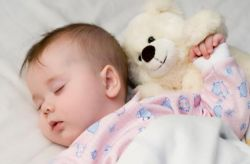 Hal yang Harus Dilakukan Jika Bayi Anda Terjatuh dari Ranjang