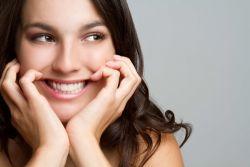 Senyum Terlalu Sering Mengakibatkan Kerutan?