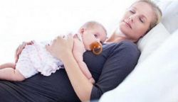 Inilah 5 Manfaat Tidur Bersama Si Buah Hati