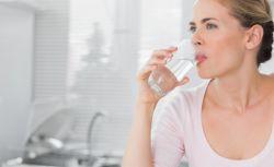Manfaat Minum Air Putih Sebelum dan Sesudah Tidur
