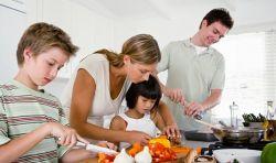 Manfaat Tersembunyi Mengajak Anak Memasak