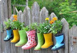 Membuat Pot Bunga Unik dari Sepatu Bekas