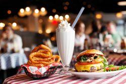 Trik Agar Makan Junk Food Lebih Sehat