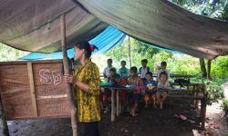 Kondisi Sekolah Beratap Terpal di Balangan, Kalimantan Selatan