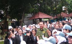 Gubernur DKI Jakarta Ahok Lakukan Tinjauan Pelaksanaan UN 2015