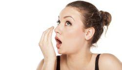 Cara Alternatif Membersihkan Gigi dan Mulut Selain Sikat Gigi