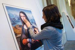 Museum Ini Bikin Penyandang Tuna Netra Bisa Menikmati Lukisan!