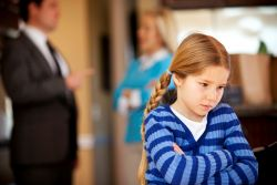 Bahaya Terlalu Mengekang Anak